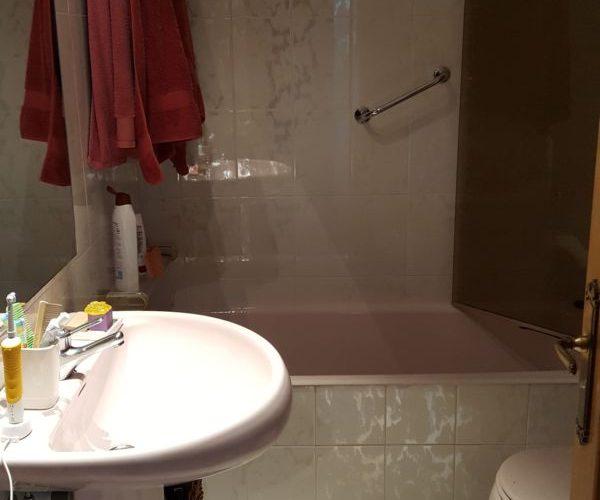 Baño completo incorporado en el dormitorio principal