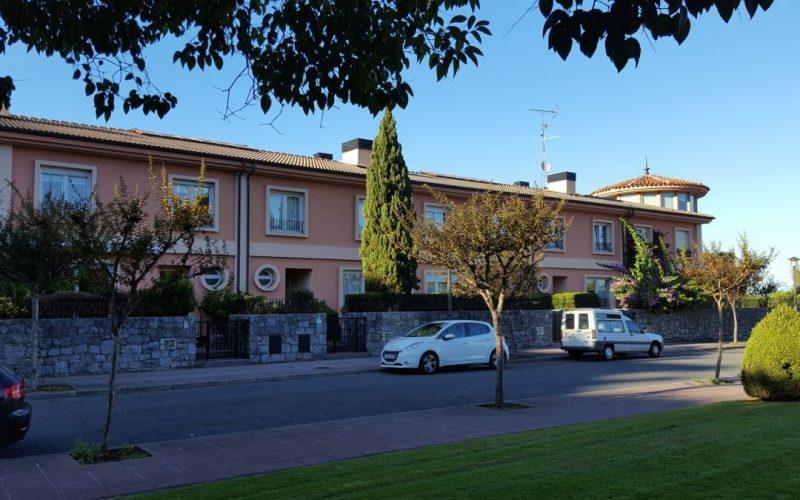 Villa adosada junto al paseo Bidasoa