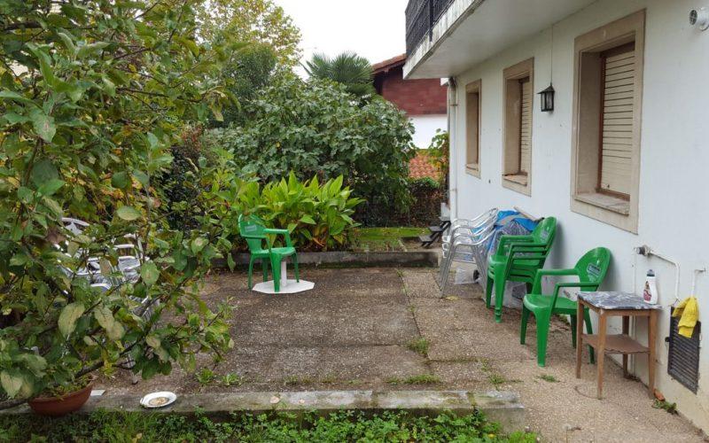 Campiña Saindua jardín - terraza que bordea la villa
