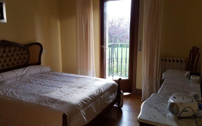 campiña Saindua habitación con salida a un balcón con orientación sur