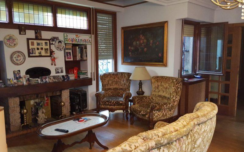 Campiña Saindua zona del salón-comedor con chimeneta