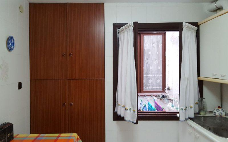 Nagusia 7, cocina con ventana a patio